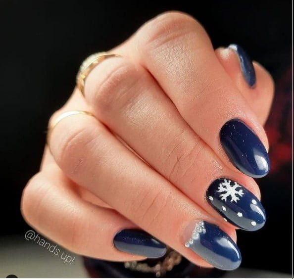 Azul marino. Foto Instagram @salon.hands.up