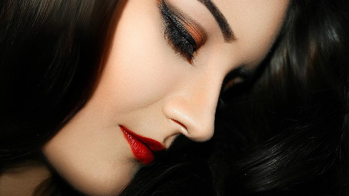 Súmate a la tendencia de los labios rojos. Foto Oliana Gruzdeva en Pixabay