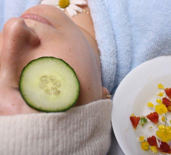 Una de las mejores mascarillas caseras es la de pepino, que hidratará tu piel. Foto Adrian Motroc en Unsplash