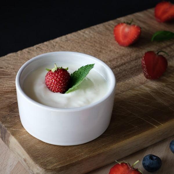 Mascarilla casera de fresas con yogurt. Foto Tiard Schulz en Unsplash