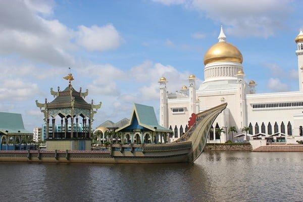 Mezquita del sultán Omar Ali Saifuddien, en Bandar Seri Begawan. Foto @palomamoraguerrerophotography