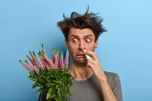 Si identificas la causa de la alergía, aléjala. Foto Wayhome Studio para freepik.es