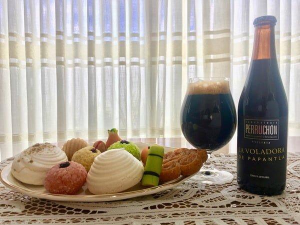 Maridaje de cerveza Voladora de Papantla con dulces típicos. Foto Cortesía