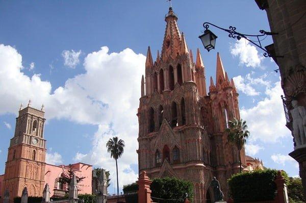 Parroquia de San Miguel Arcángel. Foto Alfonso Moreno en Pixabay