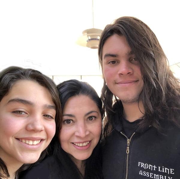 Elizabeth Rosas, mamá cervecera y sus hijos. Foto Cortesía