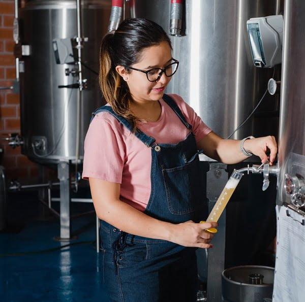 Gabriela Fiscal, cervecería Cuatro Palos. Foto Cortesía