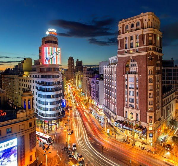 España siempre ha sido un país muy atractivo para los mexicanos. Foto Julius Silver en Pixabay